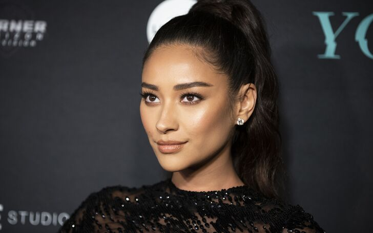 Pretty Little Liars' Shay Mitchell's Plastic Surgery is Trending But Is It True?