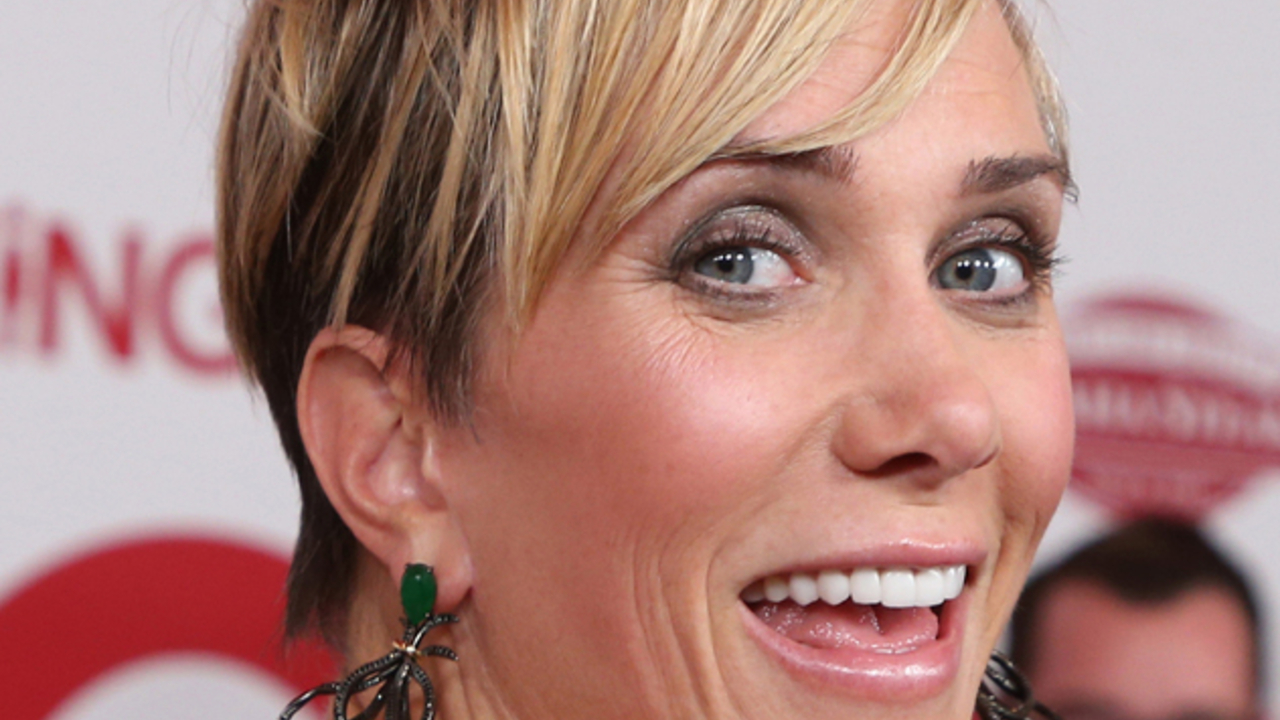 SNL star Kristen Wiig is accused of Botox and teeth replacement in 2020.