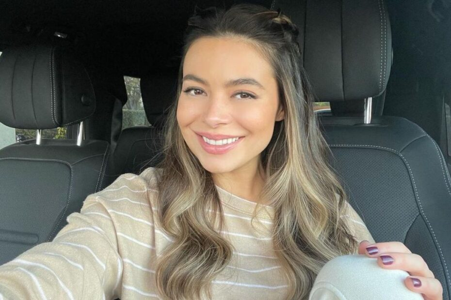 Miranda Cosgrove's Plastic Surgery - Did the iCarly Star Go Under the Knife?