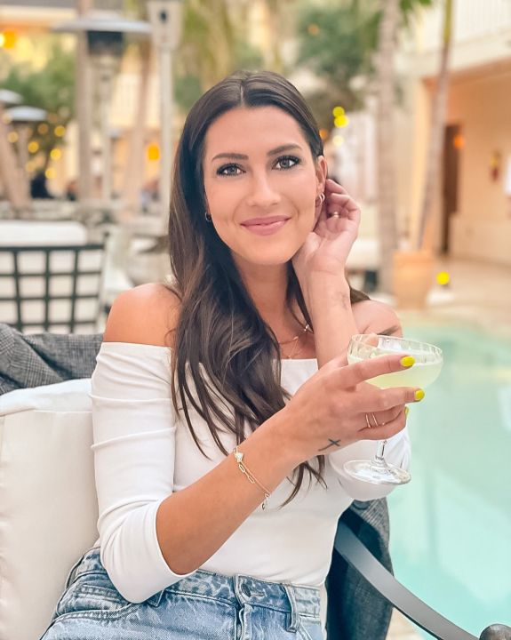 Becca Kufrin's plastic surgery is trending on the internet.